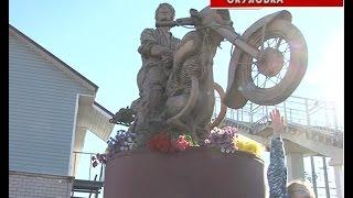В субботу в Окуловке открыли памятник легендарному советскому рок музыканту Виктору Цою