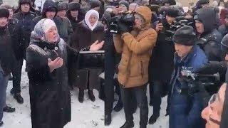 На похоронах погибших девочек требовали отставки министра Абылкасымовой / БАСЕ