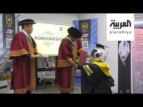 العرب اليوم - شاهد: تخريج الروبوتات بدلا من الطلاب في زمن كورونا