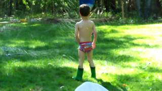 preview picture of video 'Owen vs the Sprinkler'