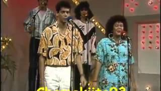 JUAN LUIS GUERRA Y 440 - Yo Vivo Enamorao (80's)