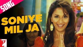 Soniye Mil Ja Song | Aaja Nachle | Madhuri Dixit   - YouTube