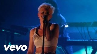 Dancing On My Own (En Vivo) - Robyn (Video)