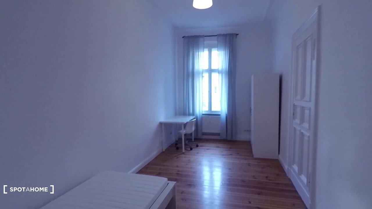 Single Bed in Stylish rooms for rent in flat with 3 bedrooms in Friedrichshain