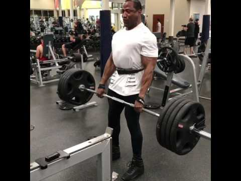 Les exercices pour le renforcement des muscles pectoraux chez les hommes dans les conditions domesti