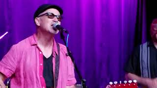 Marshall Crenshaw with Los Straitjackets 8/25/17 Cruel To Be Kind