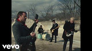 Kadr z teledysku Stormy Weather tekst piosenki Kings Of Leon