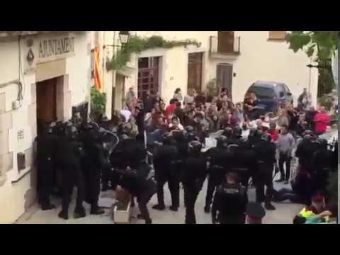 Càrrega Policia Nacional a Aiguaviva contra el referèndum de Catalunya