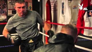 Alex Boogers in de ring met K1 kampioen Peter Aerts