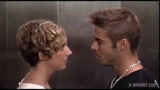 Blanche et Berto dans l'ascenseur