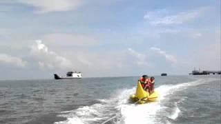 preview picture of video 'Bermain di water sport Banana Boat AIR GELAM Muntok-Bangka Indonesia'