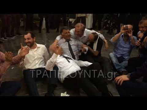 «Κατέβασαν» τον Γιάννη Κουρτίδη και τον Μπάμπη Ιωακειμίδη από τη σκηνή — Δείτε τι κατέγραψε ο φακός του ΤΡΑΠΕΖΟΥΝΤΑ.gr
