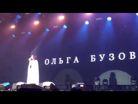 Ольга Бузова общается с залом - равновесие live в Петербурге