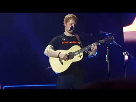 Ed Sheeran - How Would You Feel (Paean) (Live At Berlin 27/03/17) (видео)