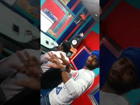 Studio me recording ke time masti krte huye