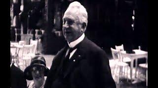 Voorzitter ANWB heft glas bij Groot Speijck, 23 maart 1931