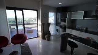 preview picture of video 'Marbella ouest, bel appartement neuf, 2ch, 2sdb, garage, cave, prix: 273.000€.'