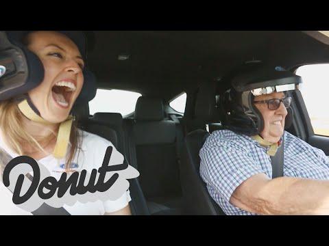 Ford Focus RS ile büyükanne ve büyükbabalar drift yaptı