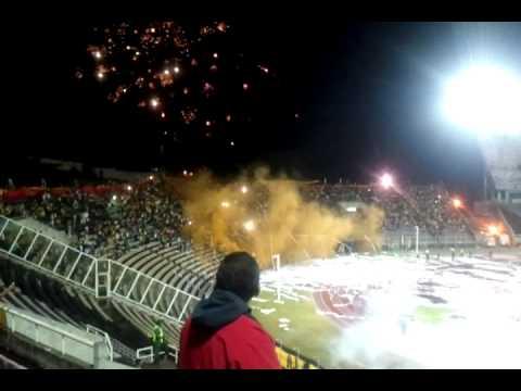 """""""Sale el Campeón - Hinchada del Deportivo Táchira. Recibimiento Avalancha Sur vs. Barcelona SC."""" Barra: Avalancha Sur • Club: Deportivo Táchira"""