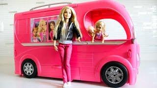 Барби выбирает машину для пикника. Видео для девочек.
