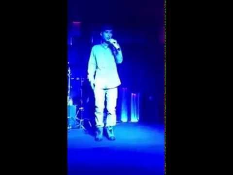 Vanh Leg hát live cũng hay quá :p