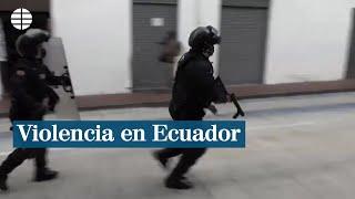 Violento choque entre policías y manifestantes en Ecuador