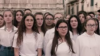 Flash mob per i 200 anni dell'Infinito di Leopardi: il video di Bitonto è emozionante