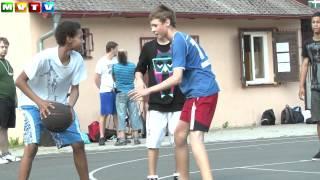 Pod koši se utkali basketbalisté ze škol