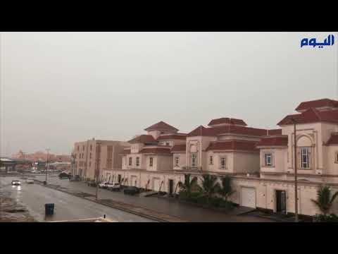 ارتفاع منسوب تجمعات الأمطار في شوارع جدة
