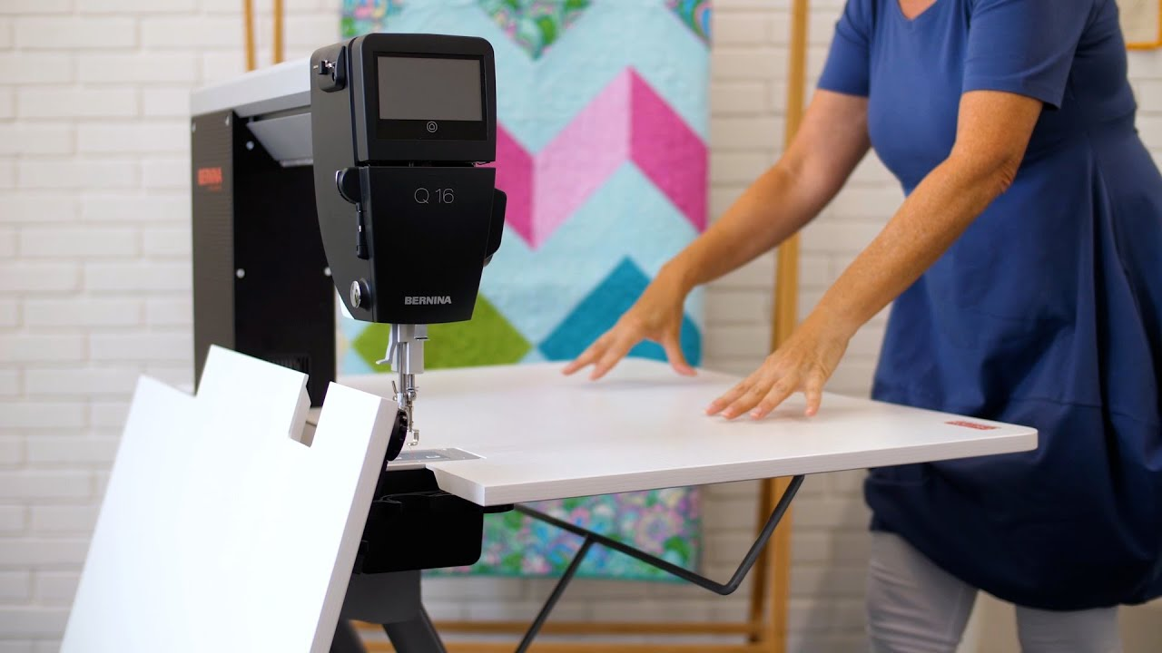 BERNINA Q Serie Tischmodelle: Aufbau des faltbaren Tisches