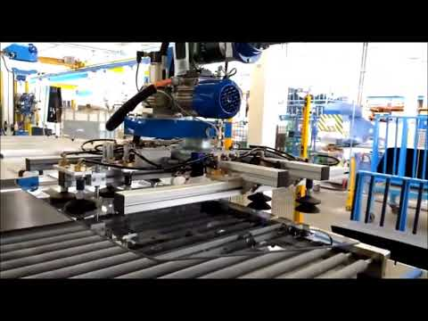 Robot handling glass panels of different sizes, thanks to Vuototecnica selfclosing valves