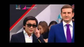 Кайрат Нуртас на Красной дорожке Премия МузТВ 2017