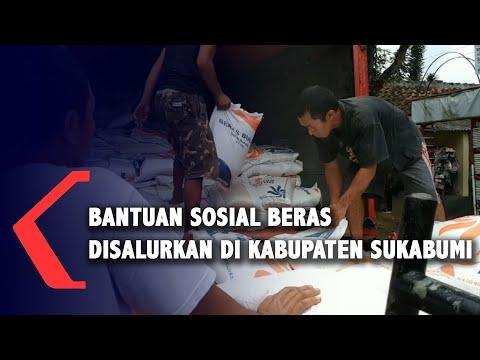 warga kecamatan cisaat sukabumi terima bantuan sosial beras kg