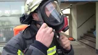 preview picture of video 'Feuerwehr Duisburg   Atemschutz Notfall Training einer Wachabteilung'