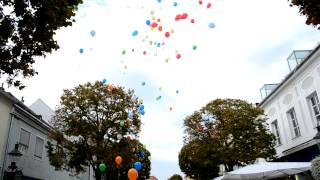 preview picture of video 'Luftballon-Abflug 20 Jahre Weltladen Eisenstadt'