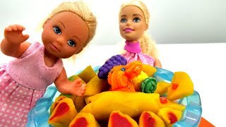 Кукла Барби и Штеффи. Видео для девочек. Готовим блинчики