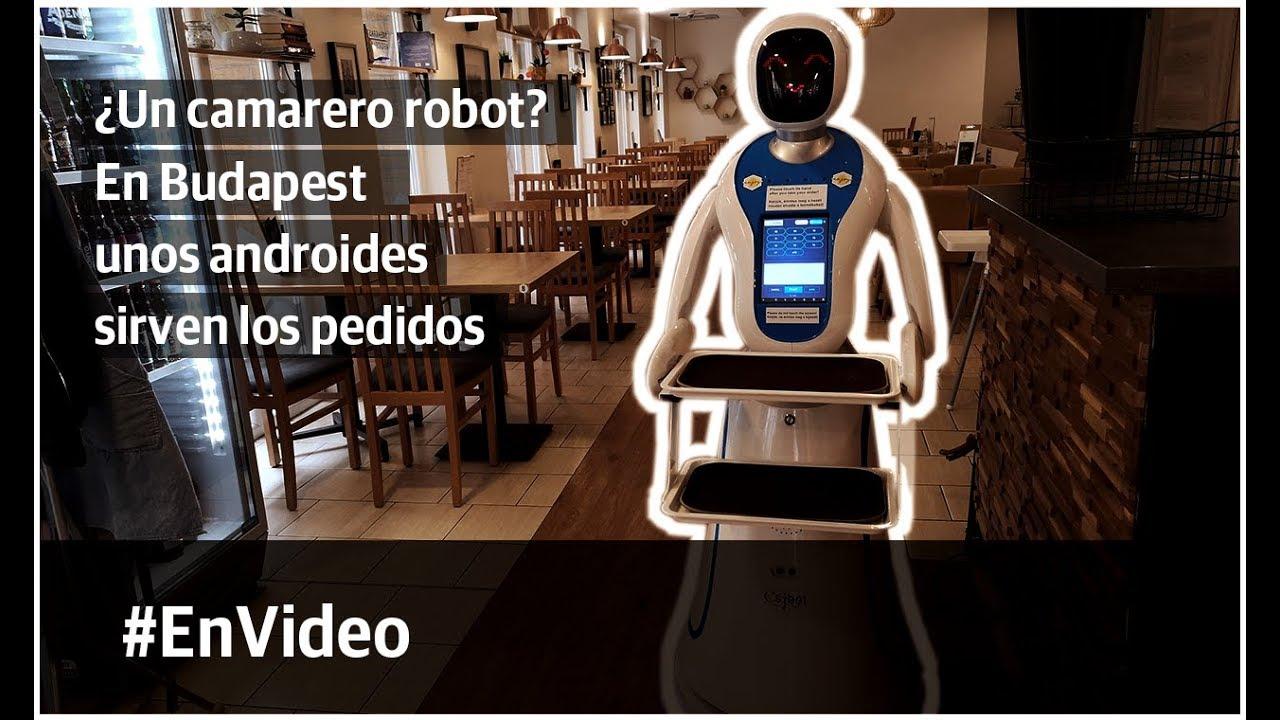 En un café de Budapest, Hungría, unos androides sirven los pedidos
