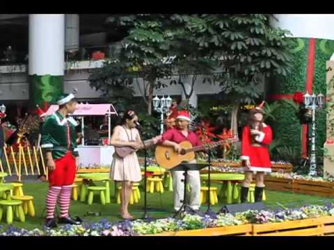 P m  feliz navidad in english  mandarin  amp  indonesian