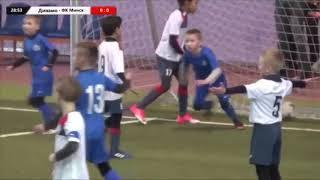 Родитель набрасывается на судью в матче ФК Минск - Динамо Минск. Что этому предшествовало