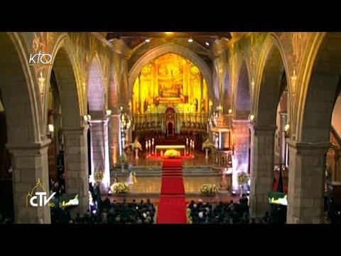 Le Pape François visite la cathédrale de Quito en Équateur