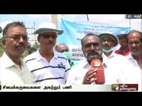 Puthiya-Thalaimurais-Nammal-Mudiyum-team-clears-Seemai-Karuvel-tress-in-Karur