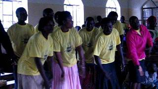 preview picture of video 'Kokombo Church Choir Singing'