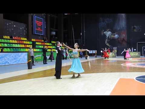 Медленный фокстрот (Открытый класс Юниоры 2+1) 18.03.2018 Танцующий мир - 2018 онлайн видео
