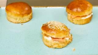 Bon AppéTip #8 – Le Buns garnit au saumon fumé et au fromage a la ciboulette