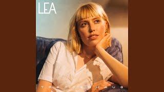 Musik-Video-Miniaturansicht zu 7 Stunden Songtext von LEA & Capital Bra