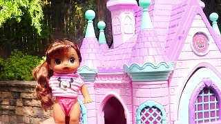 Sara Emma and Kate go to the Pool ! Toys and Dolls Fun for Kids Playing with Baby Alive Babies