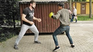 Try to punch a boxer for money / Russian challenge