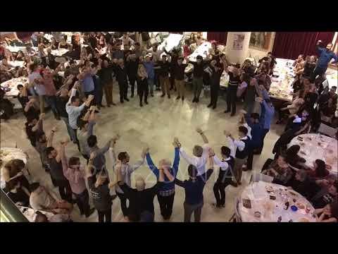 Ο πυρρίχιος που τράνταξε την Αθήνα — Τον χόρεψαν 46 άτομα!