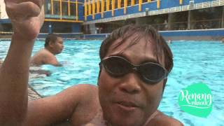 Bersenang senang di kolam renang
