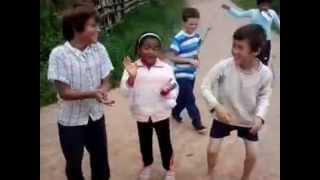 preview picture of video 'Misiones: Los niños alabando a Dios'